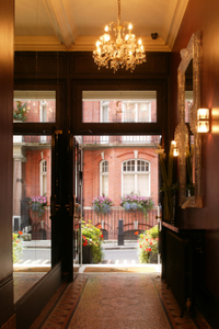 Athenaeum_apartment_entrance_3